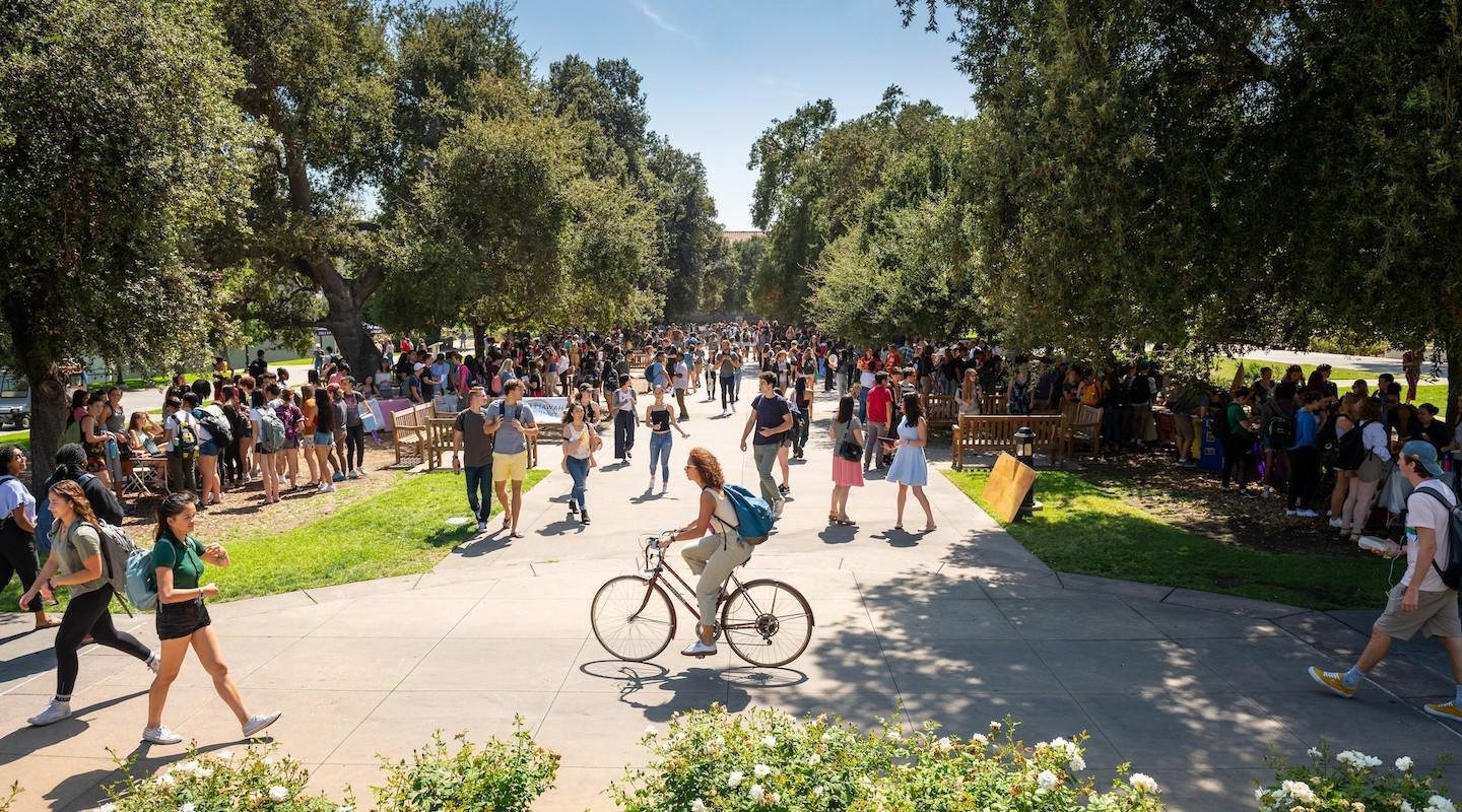 Students on the Quad at Oxy